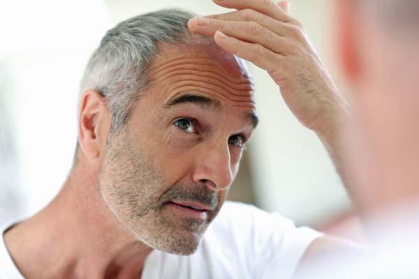 Erfahren Sie mehr über unsere Behandlungen bei Haarausfall und die verschiedenen Möglichkeiten der Haarentfernung mit medizinischen Lasern